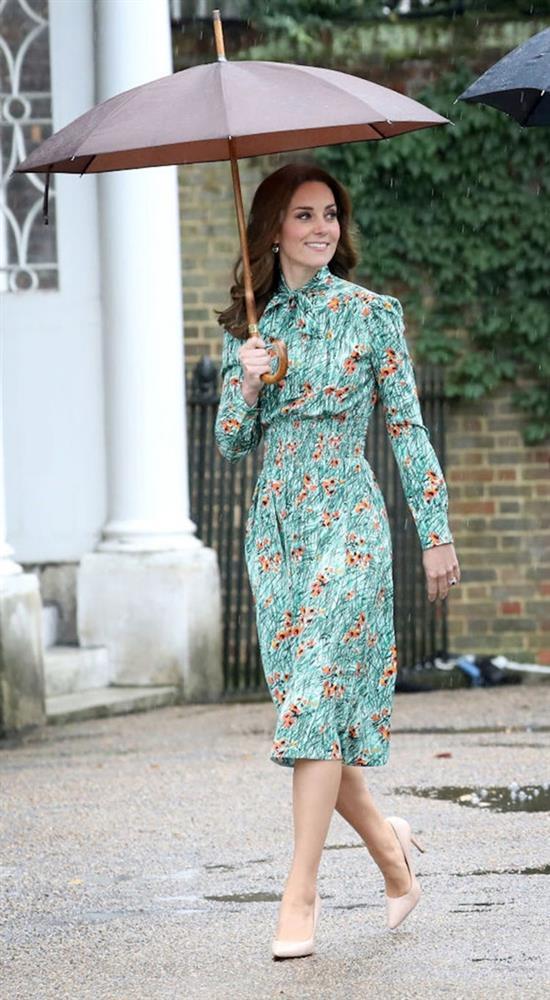 Công nương Kate mặc váy cũ chụp ảnh kỷ niệm 10 năm ngày cưới, nhưng đây là bộ váy nhìn chán nhất tủ đồ của cô-8