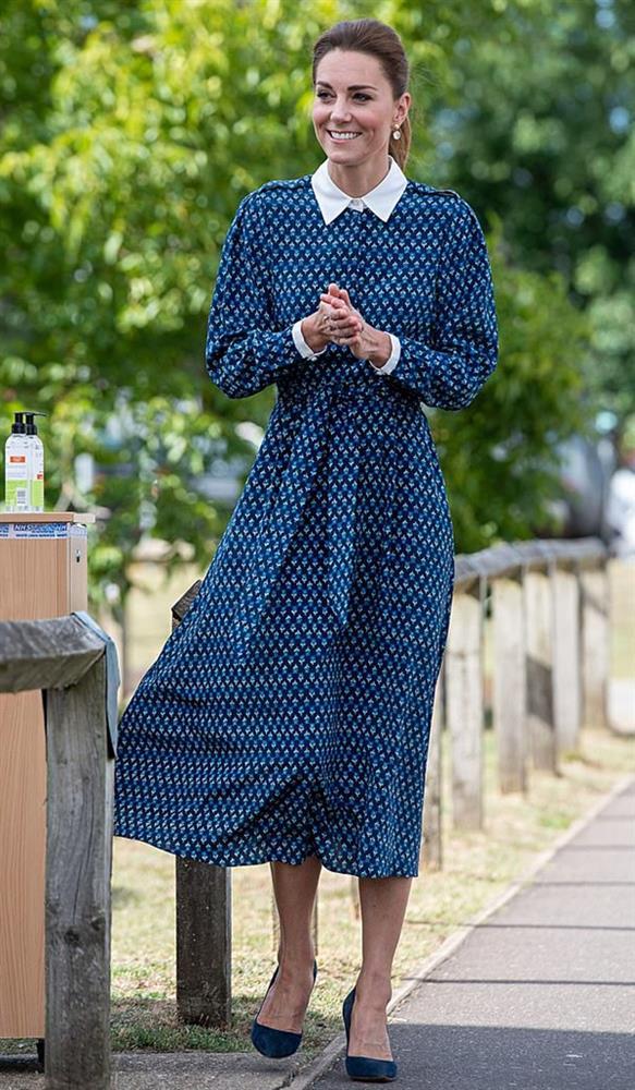 Công nương Kate mặc váy cũ chụp ảnh kỷ niệm 10 năm ngày cưới, nhưng đây là bộ váy nhìn chán nhất tủ đồ của cô-10