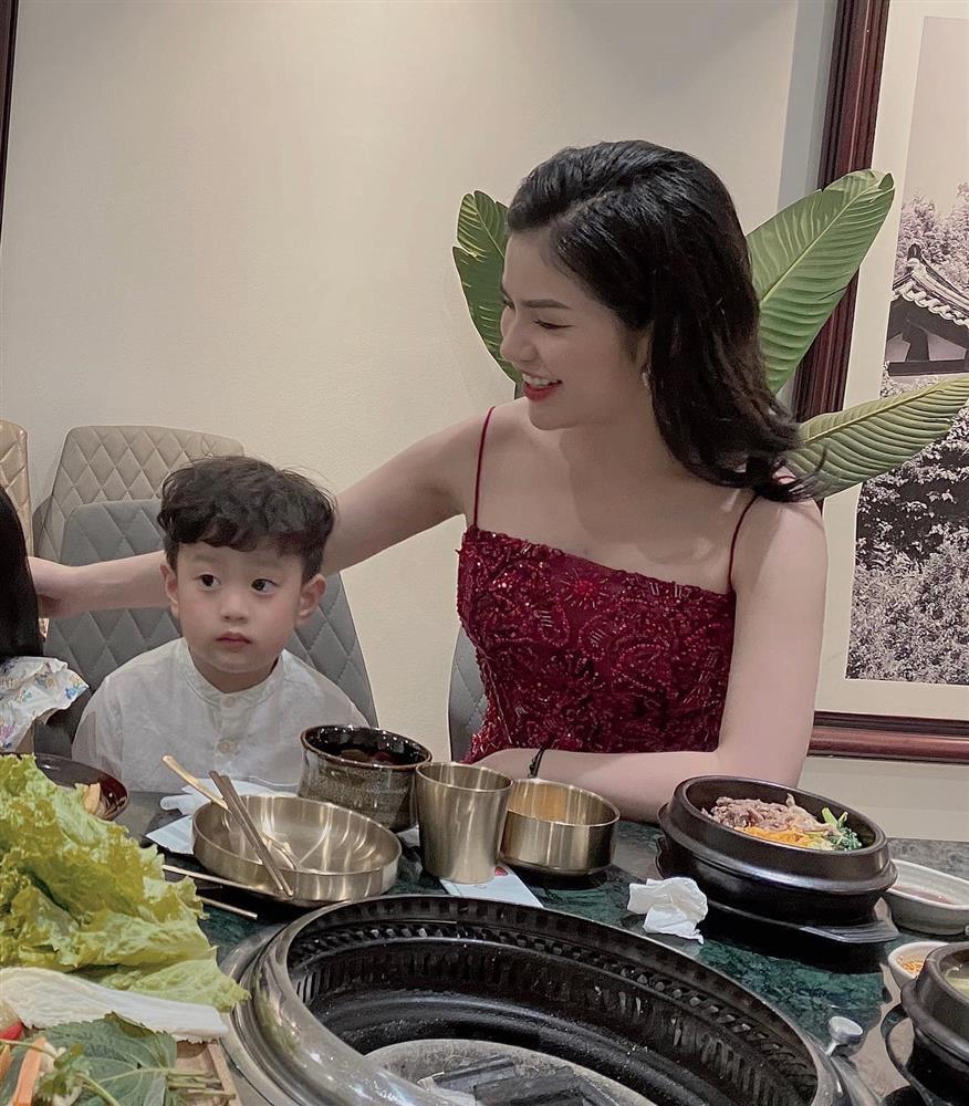 Con trai 5 tuổi hay ốm vặt nằm viện, hot mom Hương Trần - vợ cũ của Việt Anh vẫn có bí kíp chăm con cực bụ bẫm-1