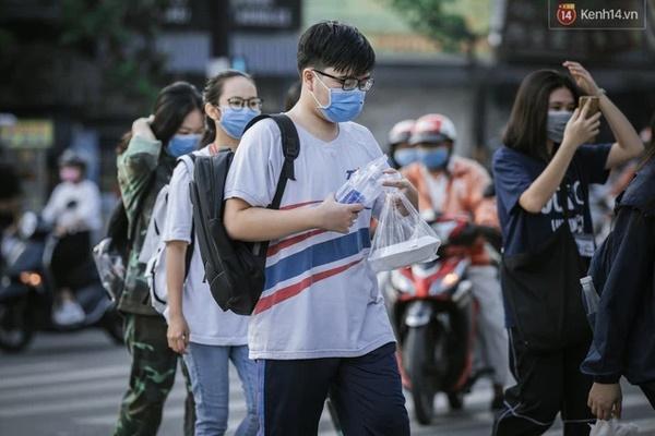 Trường đại học ở TP.HCM phát thông báo khẩn cho sinh viên rời thành phố dịp lễ-1