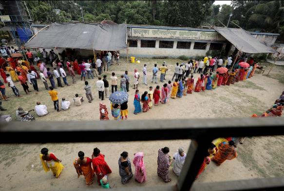 Ấn Độ: Bác sĩ phù thủy dùng sắt nung đóng dấu lên người bệnh nhân để chữa COVID-19-3