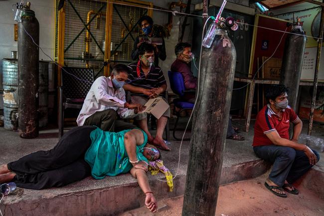 Lời kể ám ảnh của nhà báo Mỹ giữa địa ngục Ấn Độ: Không khí lúc này như thể có độc, ai cũng sợ hít thở, thi thể chất chồng mỗi ngày-4