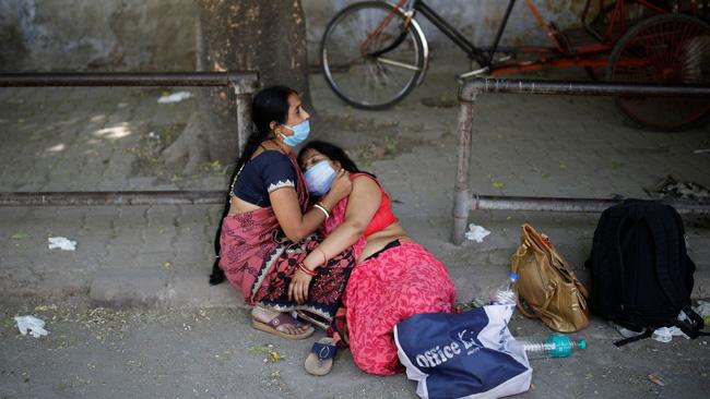 Lời kể ám ảnh của nhà báo Mỹ giữa địa ngục Ấn Độ: Không khí lúc này như thể có độc, ai cũng sợ hít thở, thi thể chất chồng mỗi ngày-5