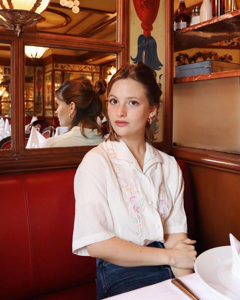 Kiểu áo sơ mi bỏ bùa gái Pháp: Mặc lên trẻ ra mấy tuổi, độ thanh lịch thì miễn chê-10