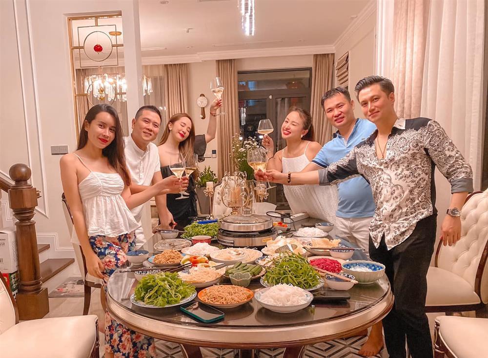 Quỳnh Nga để lộ danh tính chồng sắp cưới của Vân Hugo-2