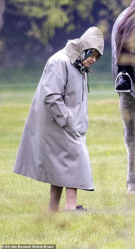 Nữ hoàng Anh xuất hiện với hoạt động tri ân bạn đời quá cố, Meghan Markle chiếm sóng khi đăng đàn nói về sự bất công-3