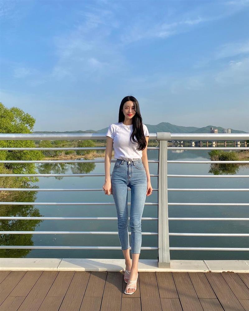 Mix quần skinny jeans với 4 kiểu áo sau thì ai cũng sẽ khen bạn mặc đẹp-4