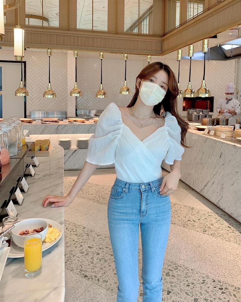 Mix quần skinny jeans với 4 kiểu áo sau thì ai cũng sẽ khen bạn mặc đẹp-12