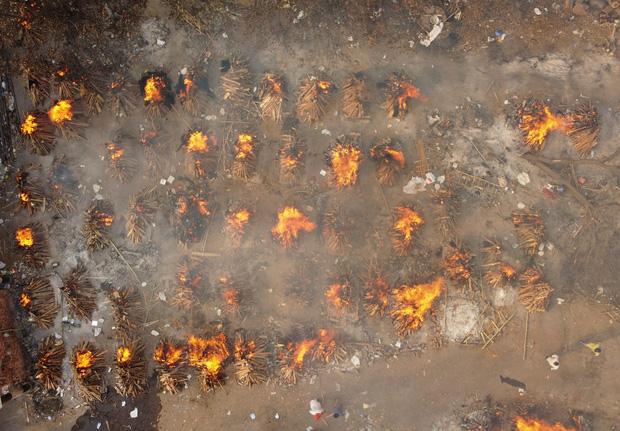 Lại 1 ngày kinh hoàng: Ấn Độ tiếp tục lập kỷ lục hơn 400.000 ca nhiễm mới trong ngày, chìm sâu trong địa ngục Covid-2