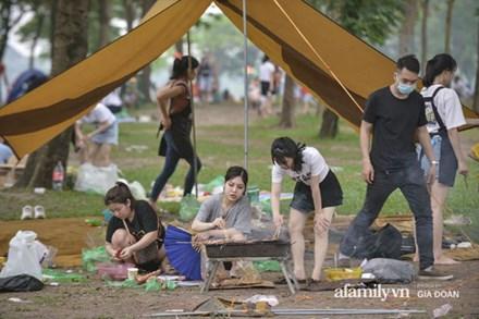 Công viên Yên Sở đông nghịt người cắm trại, vui chơi ngày nghỉ lễ 1/5