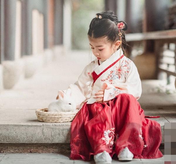 Đứa trẻ thuộc con giáp sinh vào tháng âm lịch này, trời sinh khí chất ngời ngời, càng lớn càng kiếm nhiều tiền, giàu sang phú quý bố mẹ được nhờ-2