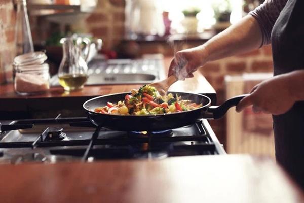 Sau khi nấu ăn nếu thấy có những biểu hiện này thì rất có thể ung thư phổi cách bạn không xa-3