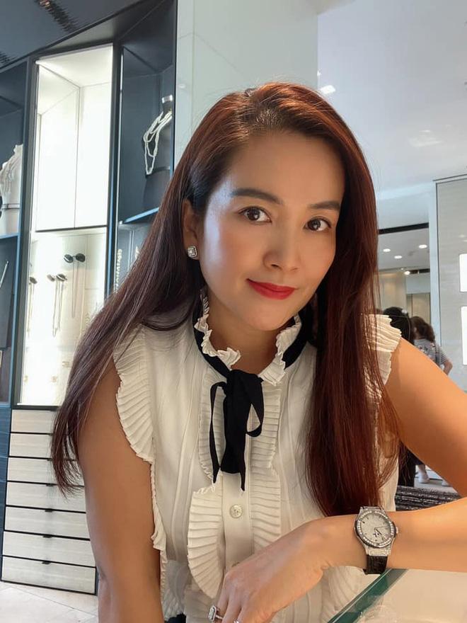 Nhan sắc U50 của nữ đại gia là vợ MC Bình Minh-8