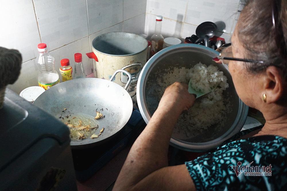 Nghệ sĩ Trung Vinh: Ở nhà trọ 12 m2, vợ chịu đựng chăm sóc, con bỏ mặc-8