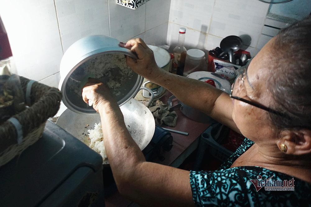 Nghệ sĩ Trung Vinh: Ở nhà trọ 12 m2, vợ chịu đựng chăm sóc, con bỏ mặc-9