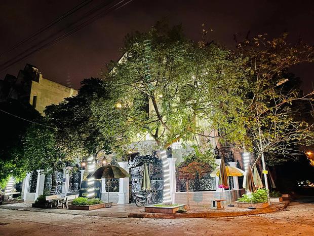 Biệt thự bề thế của gia đình 9X Bắc Ninh: Diện tích 400m2 với 4 tầng, nội thất tinh xảo toàn gỗ nguyên khối nhập từ Lào-3
