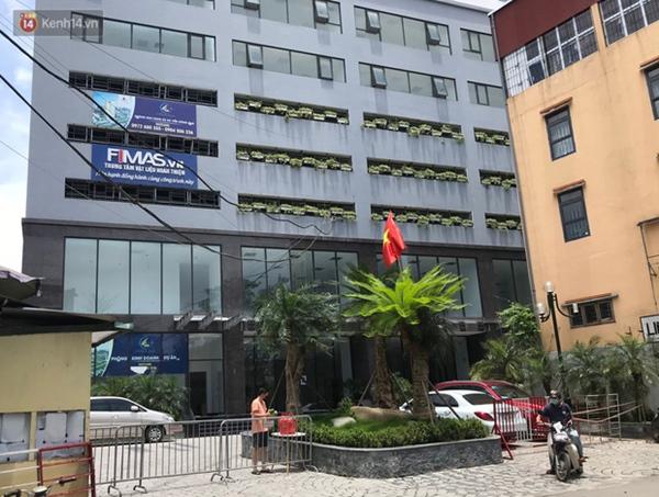 Hà Nội: Cận cảnh phun khử khuẩn chung cư nơi nữ nhân viên quán bar dương tính SARS-CoV-2 sinh sống-1