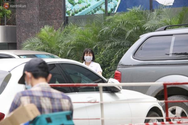 Hà Nội: Cận cảnh phun khử khuẩn chung cư nơi nữ nhân viên quán bar dương tính SARS-CoV-2 sinh sống-2