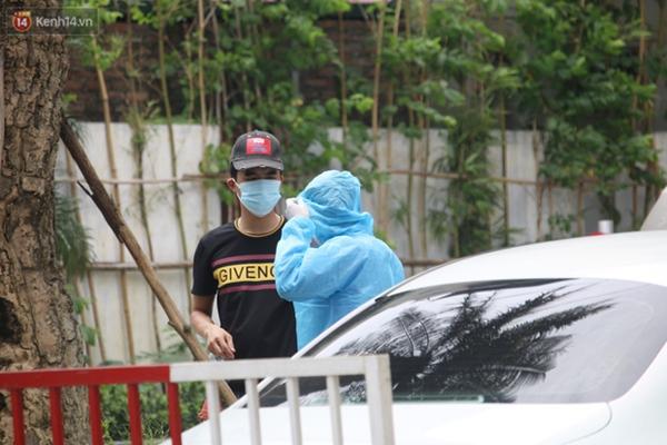 Hà Nội: Cận cảnh phun khử khuẩn chung cư nơi nữ nhân viên quán bar dương tính SARS-CoV-2 sinh sống-4