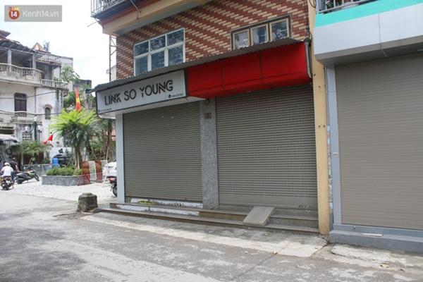 Hà Nội: Cận cảnh phun khử khuẩn chung cư nơi nữ nhân viên quán bar dương tính SARS-CoV-2 sinh sống-10
