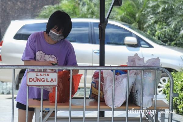 Hà Nội phong tỏa chung cư có nữ nhân viên quán bar ở Vĩnh Phúc dương tính SARS-CoV-2 sau khi tiếp xúc chuyên gia Trung Quốc-3
