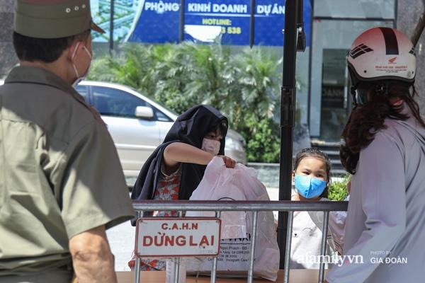 Hà Nội phong tỏa chung cư có nữ nhân viên quán bar ở Vĩnh Phúc dương tính SARS-CoV-2 sau khi tiếp xúc chuyên gia Trung Quốc-4