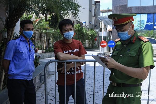 Hà Nội phong tỏa chung cư có nữ nhân viên quán bar ở Vĩnh Phúc dương tính SARS-CoV-2 sau khi tiếp xúc chuyên gia Trung Quốc-6
