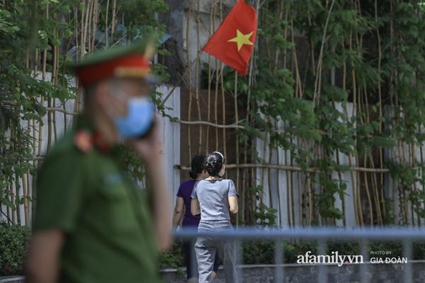 Hà Nội phong tỏa chung cư có nữ nhân viên quán bar ở Vĩnh Phúc dương tính SARS-CoV-2 sau khi tiếp xúc chuyên gia Trung Quốc-8