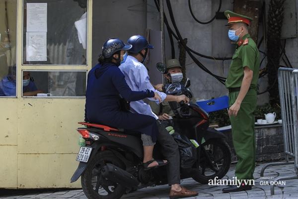 Hà Nội phong tỏa chung cư có nữ nhân viên quán bar ở Vĩnh Phúc dương tính SARS-CoV-2 sau khi tiếp xúc chuyên gia Trung Quốc-9