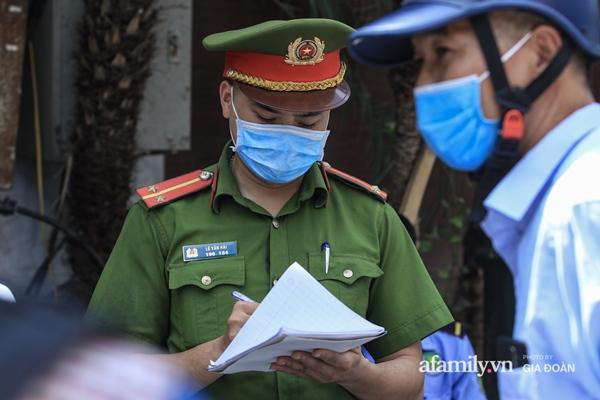 Hà Nội phong tỏa chung cư có nữ nhân viên quán bar ở Vĩnh Phúc dương tính SARS-CoV-2 sau khi tiếp xúc chuyên gia Trung Quốc-10