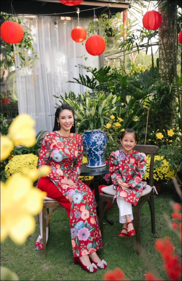 Công chúa nhà HH Hà Kiều Anh đối đáp siêu đáng yêu, chị em chấp nhận sự thật : Đúng là trong nhà mẹ đóng vai ác!-1
