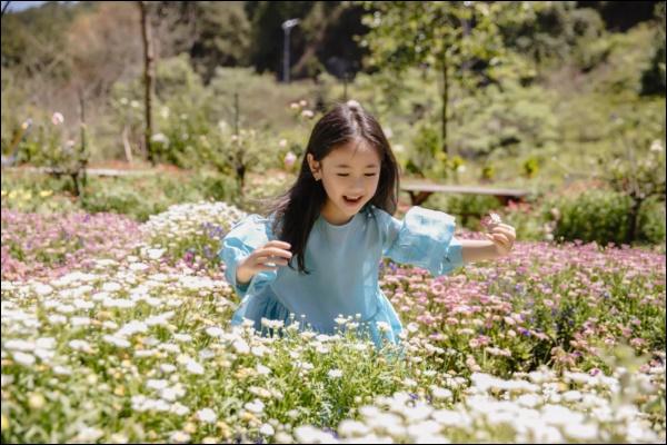 Công chúa nhà HH Hà Kiều Anh đối đáp siêu đáng yêu, chị em chấp nhận sự thật : Đúng là trong nhà mẹ đóng vai ác!-8