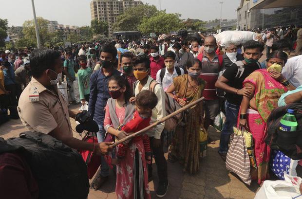 """Số người chết do COVID-19 ở Ấn Độ cao kỷ lục, biển người"""" Trung Quốc đi du lịch trong dịch bệnh-1"""