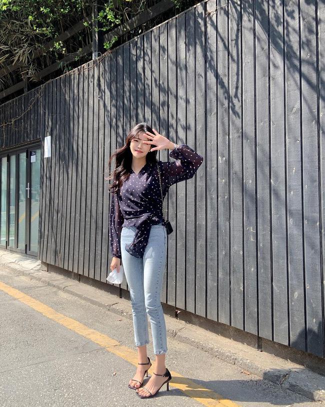 10 cách diện áo hoa cực xinh yêu từ gái Hàn, áp dụng theo thì style chỉ có chuẩn sang xịn-1