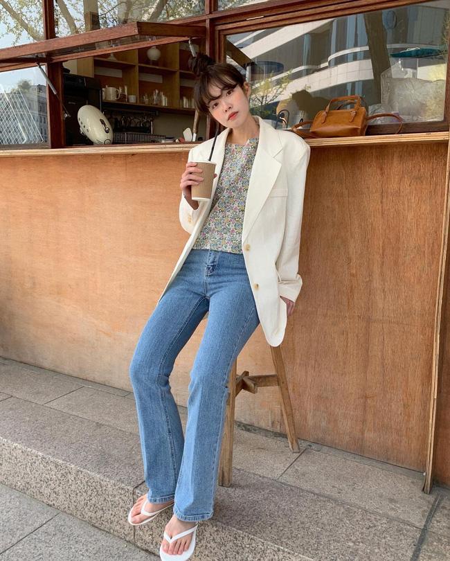 10 cách diện áo hoa cực xinh yêu từ gái Hàn, áp dụng theo thì style chỉ có chuẩn sang xịn-3
