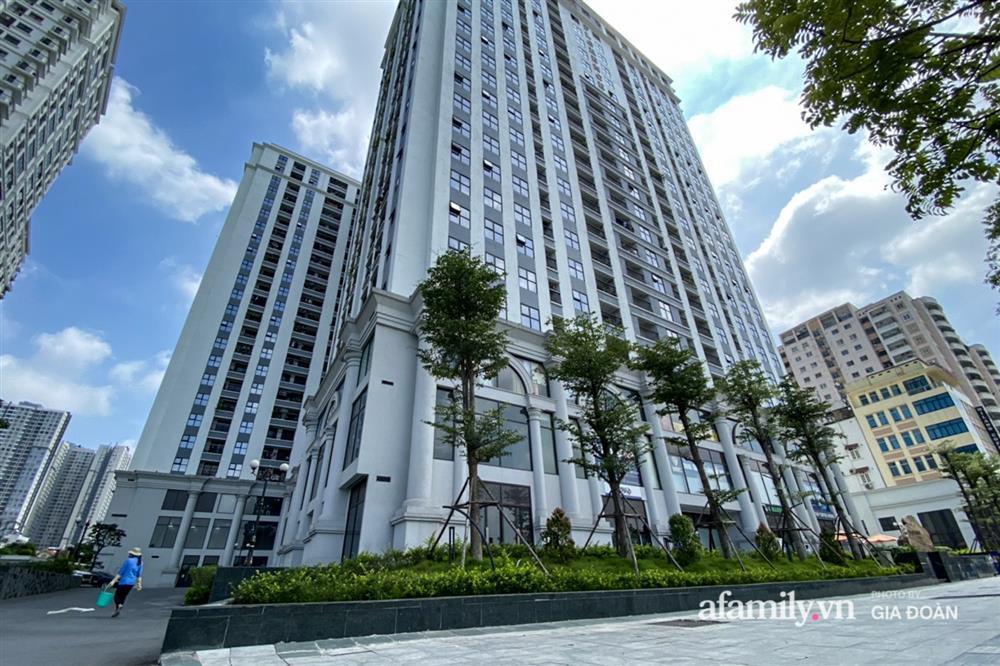 Ảnh: Lực lượng chức năng làm việc với 46 người Trung Quốc nhập cảnh trái phép, thuê chung cư ở phường Cầu Diễn-1