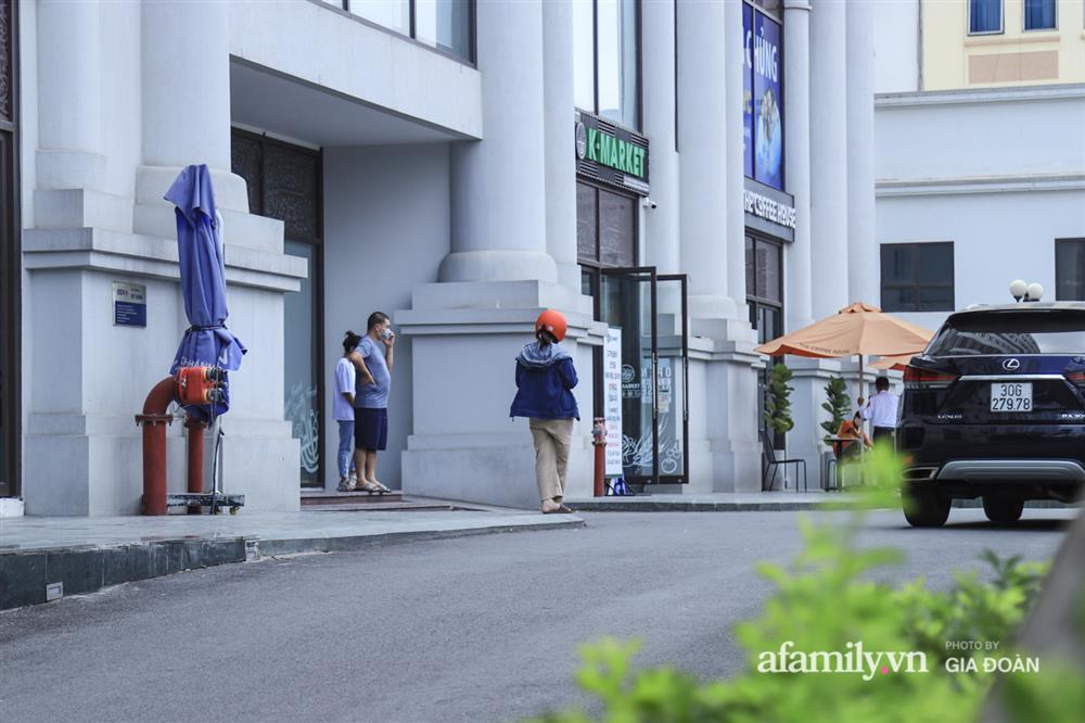 Ảnh: Lực lượng chức năng làm việc với 46 người Trung Quốc nhập cảnh trái phép, thuê chung cư ở phường Cầu Diễn-13