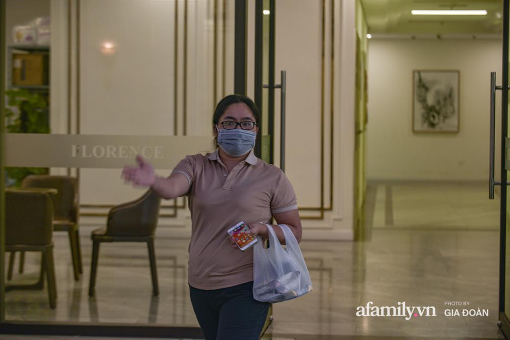 Ảnh: Lực lượng chức năng làm việc với 46 người Trung Quốc nhập cảnh trái phép, thuê chung cư ở phường Cầu Diễn-7