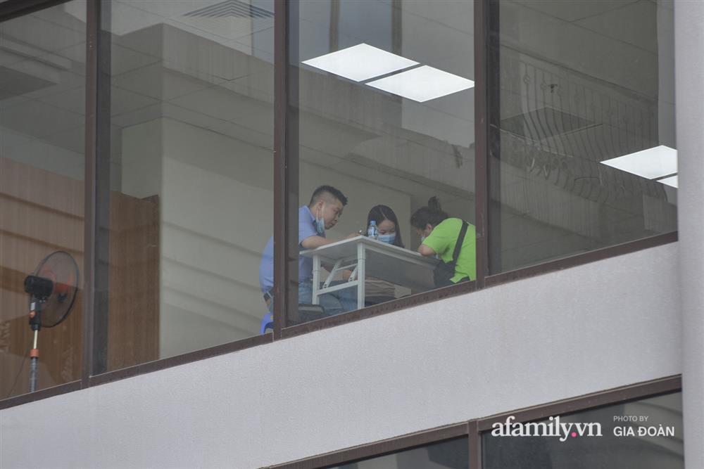 Ảnh: Lực lượng chức năng làm việc với 46 người Trung Quốc nhập cảnh trái phép, thuê chung cư ở phường Cầu Diễn-8
