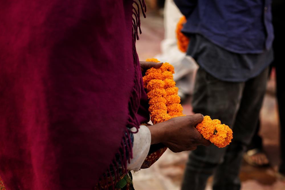 Ngay lúc này tại quốc gia sắp nối gót Ấn Độ: Lò hỏa thiêu nghi ngút suốt ngày đêm, thân nhân uất nghẹn tiễn biệt người chết qua cánh cổng sắt-8
