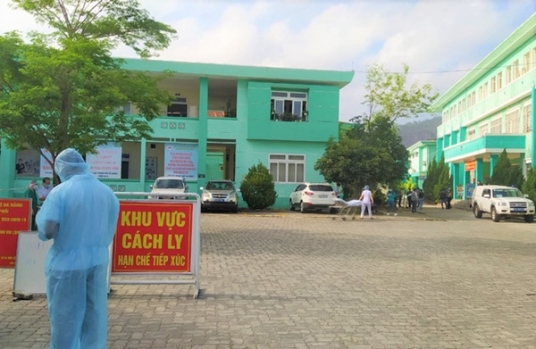 Lịch trình dày đặc của nam nhân viên spa dương tính với SARS-CoV-2 ở Đà Nẵng: Đến bến xe, bar, karaoke, siêu thị, cafe-3