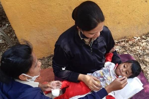 Ấn Độ: Bé trai 18 tháng tuổi bị bỏ đói bên xác mẹ, mùi hôi thối bốc lên mới được tìm thấy và câu chuyện gây phẫn nộ phía sau-1