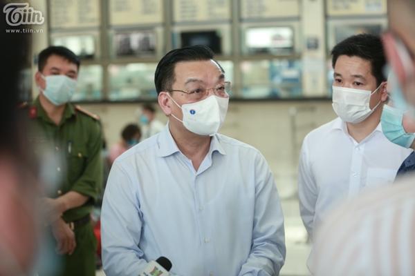 Hà Nội trước giờ dừng hàng quán vỉa hè: Nhiều người không tuân thủ quy định đeo khẩu trang-7