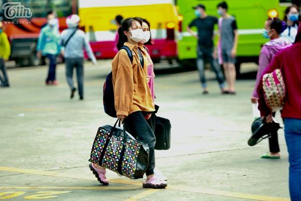 Hà Nội trước giờ dừng hàng quán vỉa hè: Nhiều người không tuân thủ quy định đeo khẩu trang-9