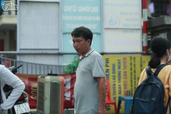 Hà Nội trước giờ dừng hàng quán vỉa hè: Nhiều người không tuân thủ quy định đeo khẩu trang-11