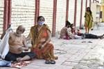 Bác sĩ làm việc 45 năm trong bệnh viện ở Ấn Độ: Chúng tôi đau quá, không muốn sống nữa-6