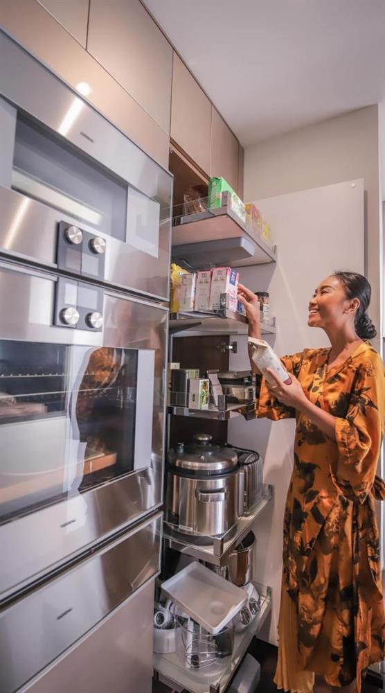 Không gian bếp sang trọng, tiện nghi như nhà hàng của ca sĩ Đoan Trang-11