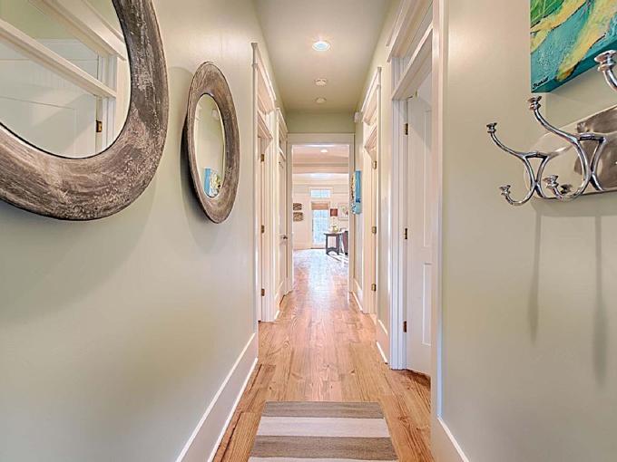 Ý tưởng nhà gỗ đầy màu sắc được thiết kế theo phong cách đơn giản nhưng nhìn góc nào cũng hấp dẫn bởi những chi tiết độc đáo này-13