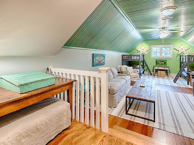 Ý tưởng nhà gỗ đầy màu sắc được thiết kế theo phong cách đơn giản nhưng nhìn góc nào cũng hấp dẫn bởi những chi tiết độc đáo này-19