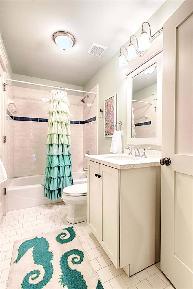 Ý tưởng nhà gỗ đầy màu sắc được thiết kế theo phong cách đơn giản nhưng nhìn góc nào cũng hấp dẫn bởi những chi tiết độc đáo này-17